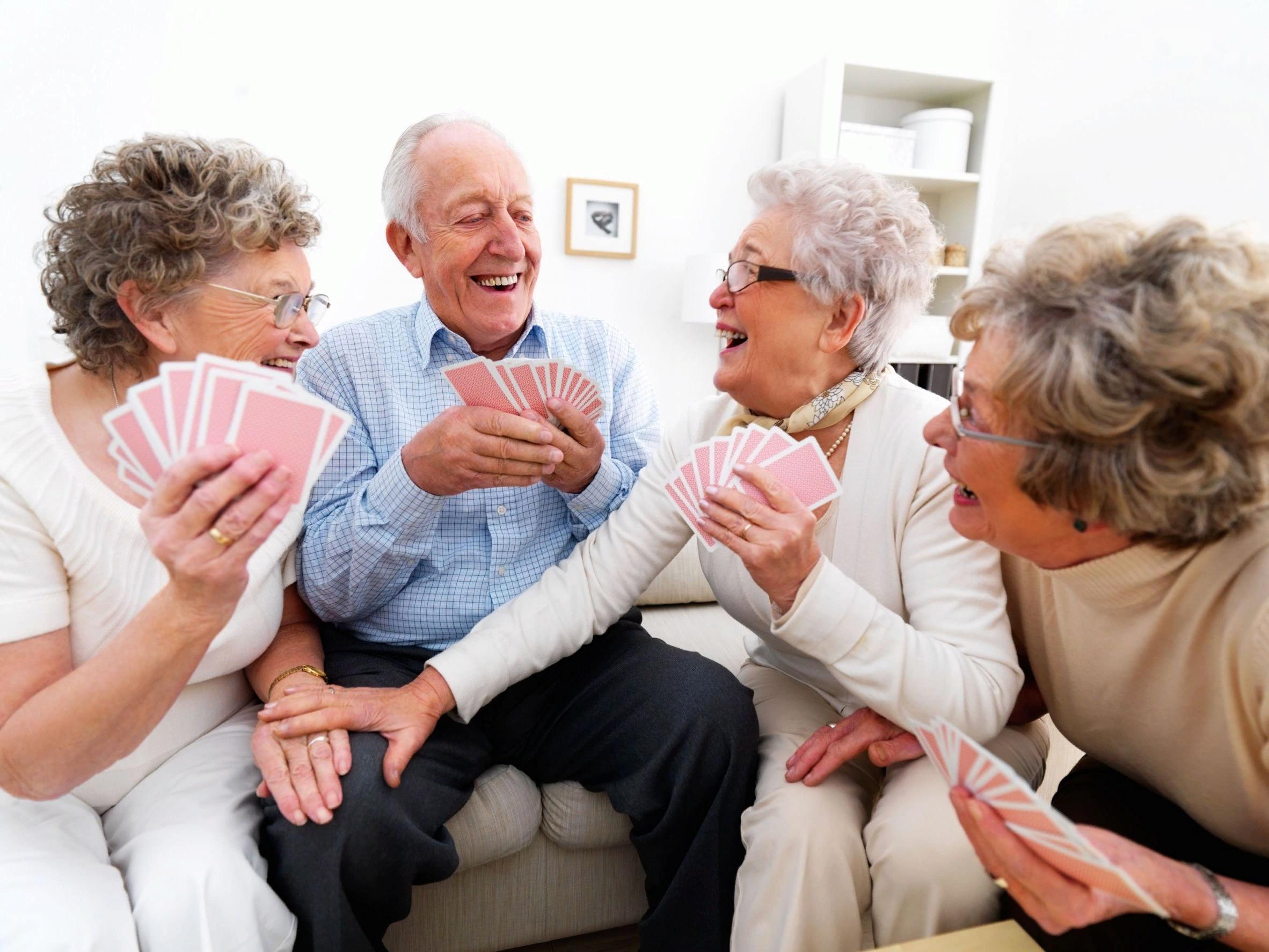 Какие настольные игры понравятся дедушкам и бабушкам