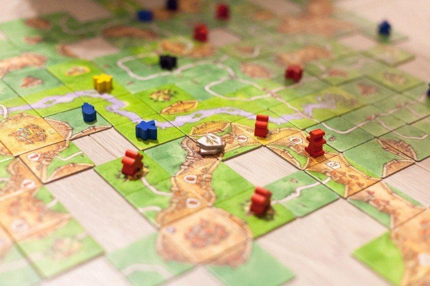 8 нескучных настольных игр для двоих